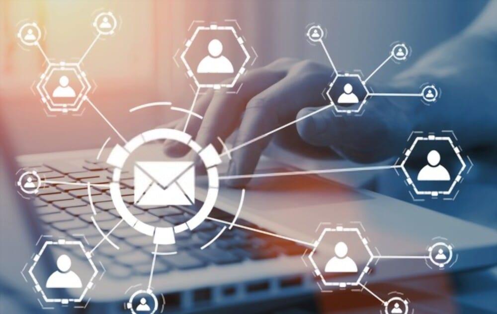 e-mail marketing, image représentant une infographie qui montre des prospects dans un rond qui se dirige vers l'email
