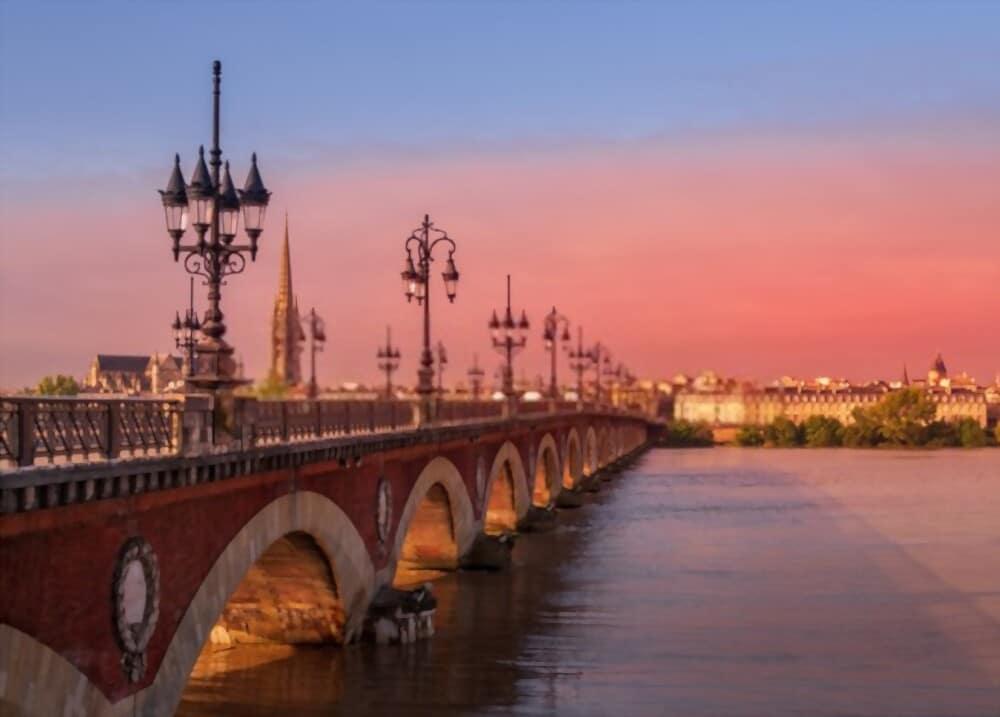 BORDEAUX - Le Pont de Pierre - Illustration de l'article pour savoir où et comment investir à Bordeaux