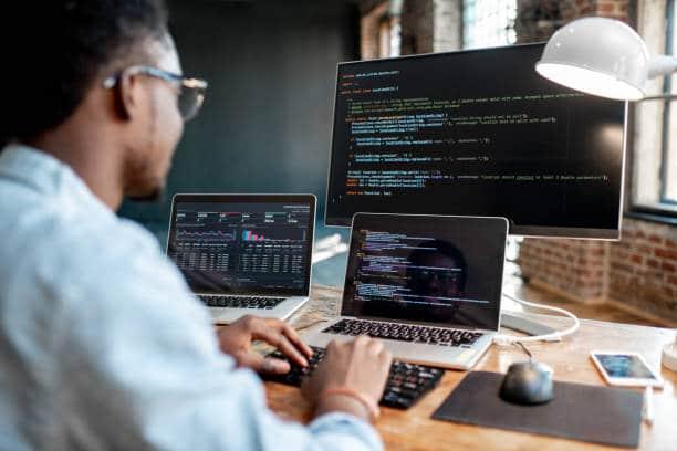 métier finance programmeur informatique